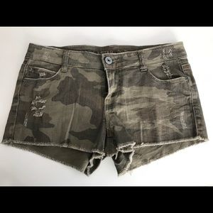 NWOT Vanilla Star Premium distressed camo shorts
